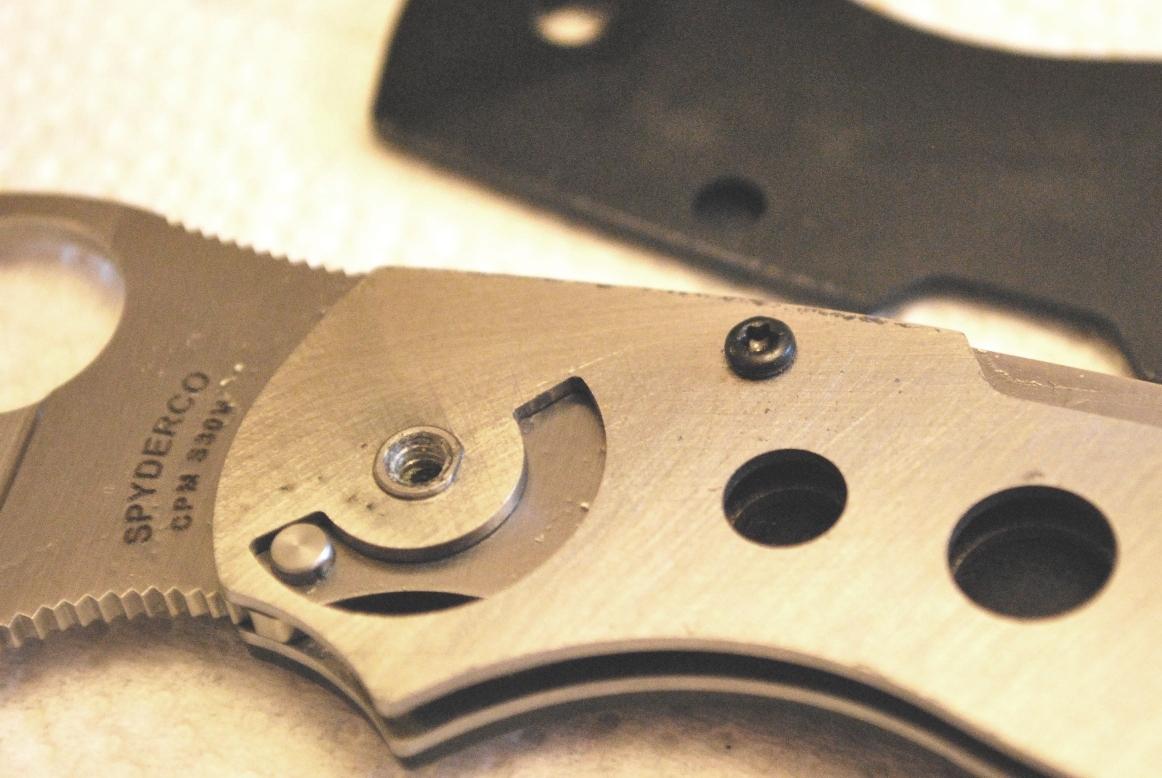 Spyderco Chaparral titanium help (put the knife back